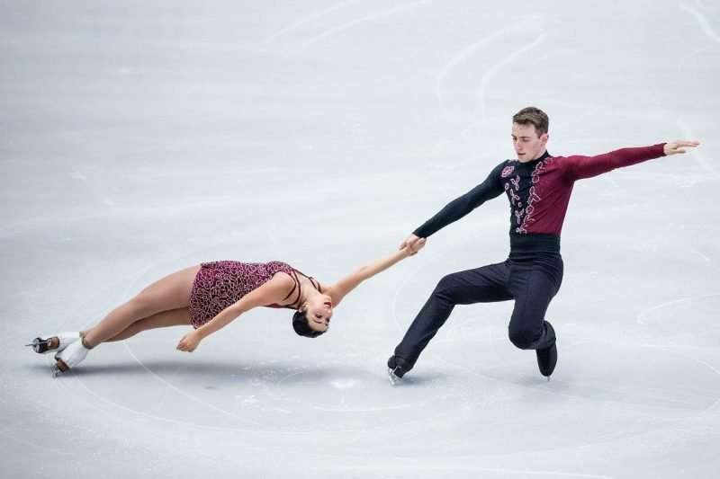 Jacob Simon skating with his then- partner Lindsay Weinstein